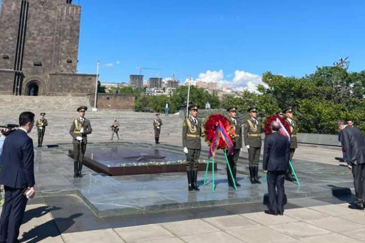 Photo of Главы МИД России и Армении возложили венки к Вечному огню мемориала павшим в Великой Отечественной войне