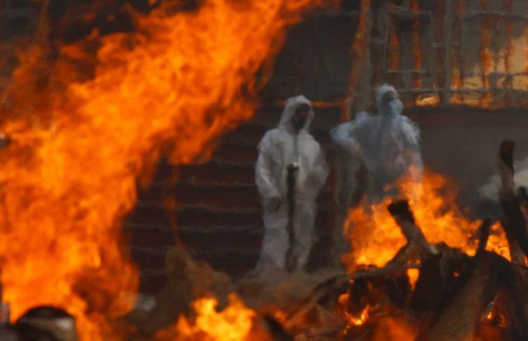 Photo of Индия в огне. На улицах продолжают сжигать тысячи умерших от COVID-19