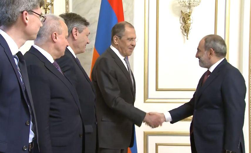 Photo of «Здесь не может быть никаких сомнений, Россия привержена обеспечению безопасности Армении». Лавров