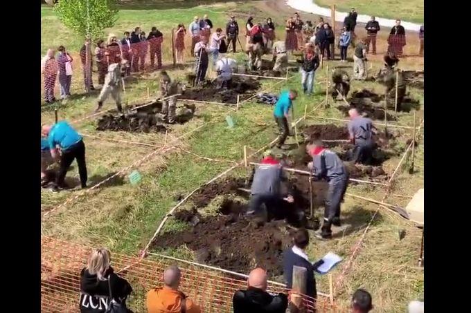 Photo of В Новосибирске начался чемпионат по копанию могил
