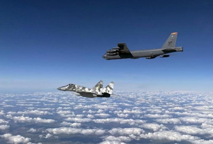 Photo of Բալթիկ ծովի վրա Սու-27 կործանիչն օդ է բարձրացել՝ ամերիկյան ռմբակոծիչին ուղեկցելու համար