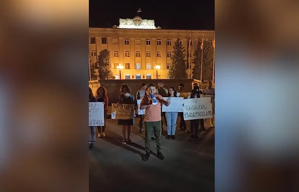 Photo of Ստեփանակերտի կենտրոնական հրապարակում տեղի է ունեցել բողոքի ակցիա