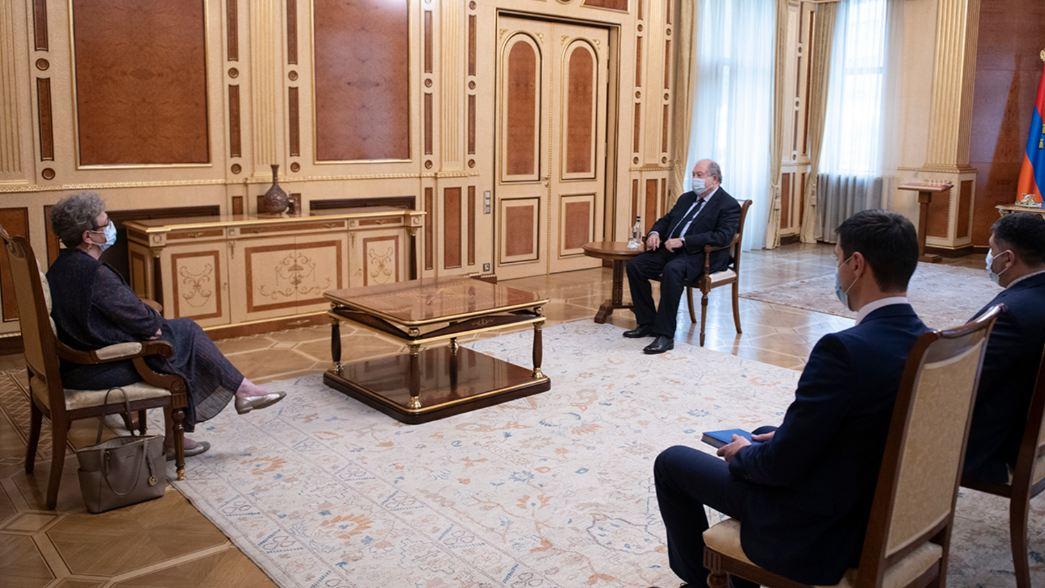 Photo of Президент Армен Саркисян принял руководителя делегации ЕС в Армении, посла Андреу Викторин