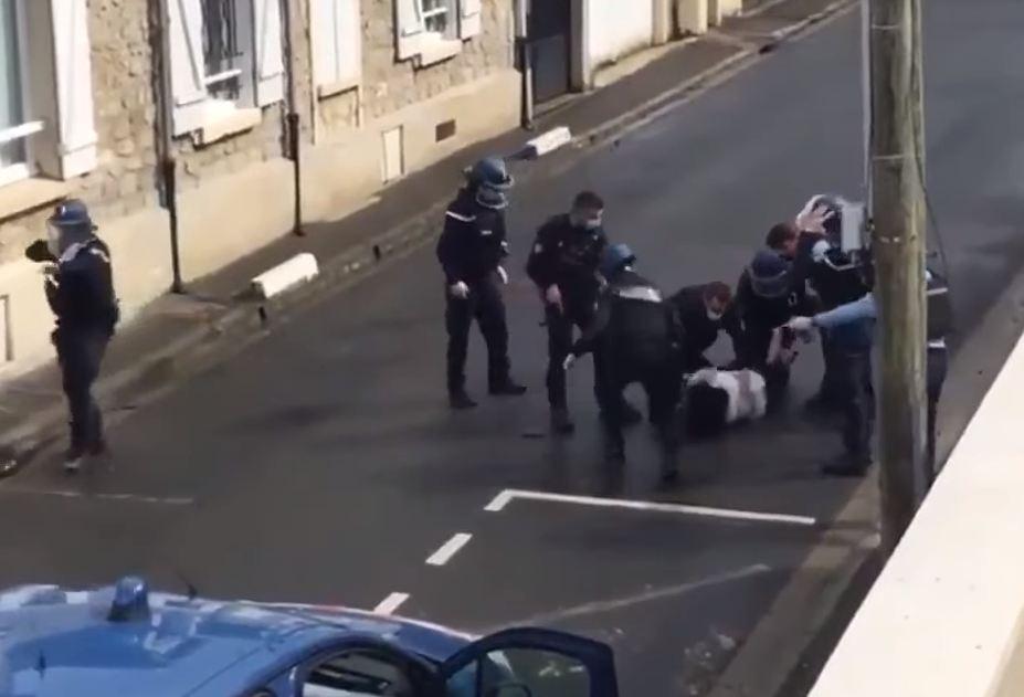 Photo of Ոչ ադեկվատ զինված կնոջ ձերբակալության պահը Ֆրանսիայում