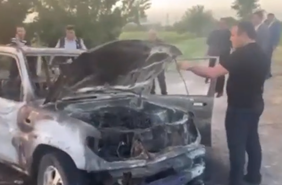 Photo of Էջմիածին քաղաքի Զվարթնոց թաղամասի գերեզմանատան մոտ ավտոմեքենա է այրվել