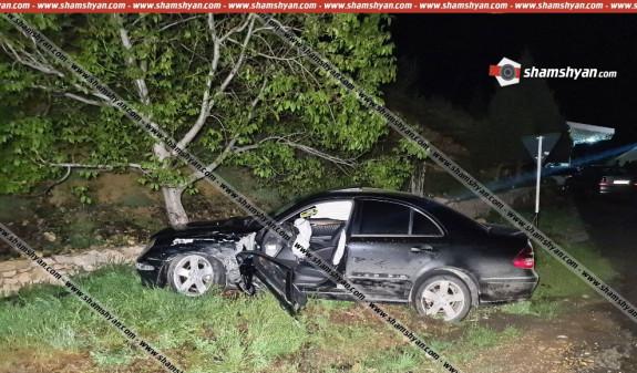 Photo of Երևան-Երասխ-Մեղրի ավտոճանապարհին միմյանց է բախվել 3 մեքենա, որից մեկը դուրս է եկել երթևեկելի գոտուց և բախվել ծառին