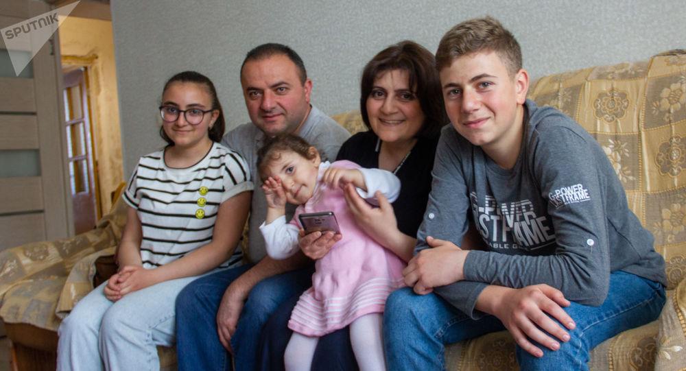 Photo of «Մեր մի պատուհանից Ղազանչեցոցն էր երևում, մյուսից` Կանաչ ժամը». շուշեցի ընտանիքի երազանքը. armeniasputnik.am