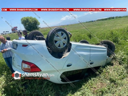 Photo of Խոշոր ավտովթար Արարատի մարզում. Renault Logan-ը դուրս է եկել ճանապարհի երթևեկելի գոտուց և գլխիվայր հայտնվել դաշտում