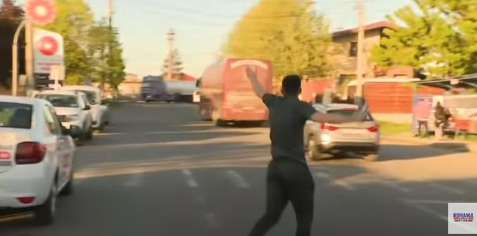 Photo of Կլուժի ֆուտբոլիստին մոռացել էին մարզադաշտում․ նա վազել է ակումբի ավտոբուսի հետևից