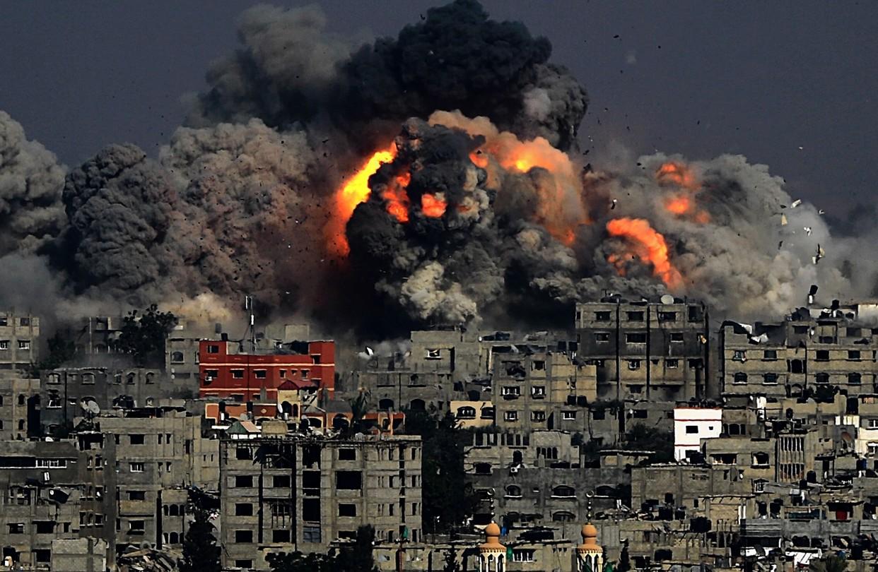 Photo of Կադրեր, թե ինչպես է Իսրայելը Գազայի հատվածում 13 հարկանի բնակելի շենք ոչնչացնում
