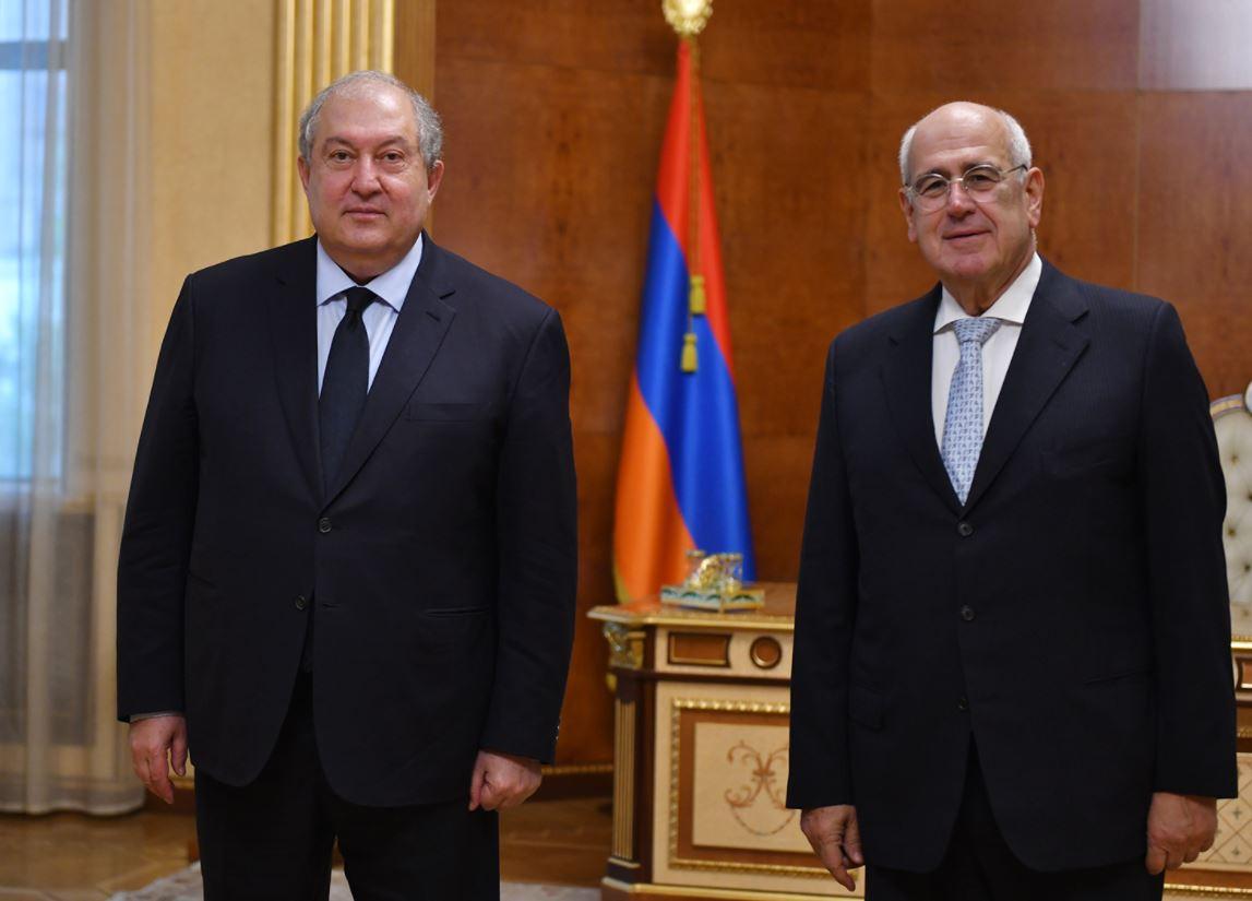 Photo of Նախագահ Արմեն Սարգսյանը հյուրընկալել է ՀԲԸՄ նախագահ Պերճ Սեդրակյանին