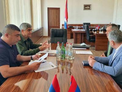 Photo of Секретарь СБ Арцаха провел встречу с представителями МККК