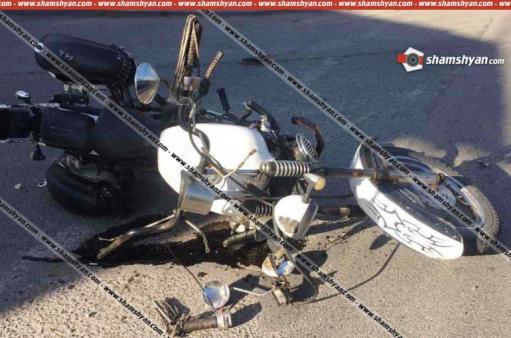 Photo of Երևանում բախվել են Mitsubishi Pajero-ն ու մոտոցիկլը. վերջինս կողաշրջվել է. մոտոցիկլավարն ու նրա 4-ամյա ուղևորը տեղափոխվել են հիվանդանոց