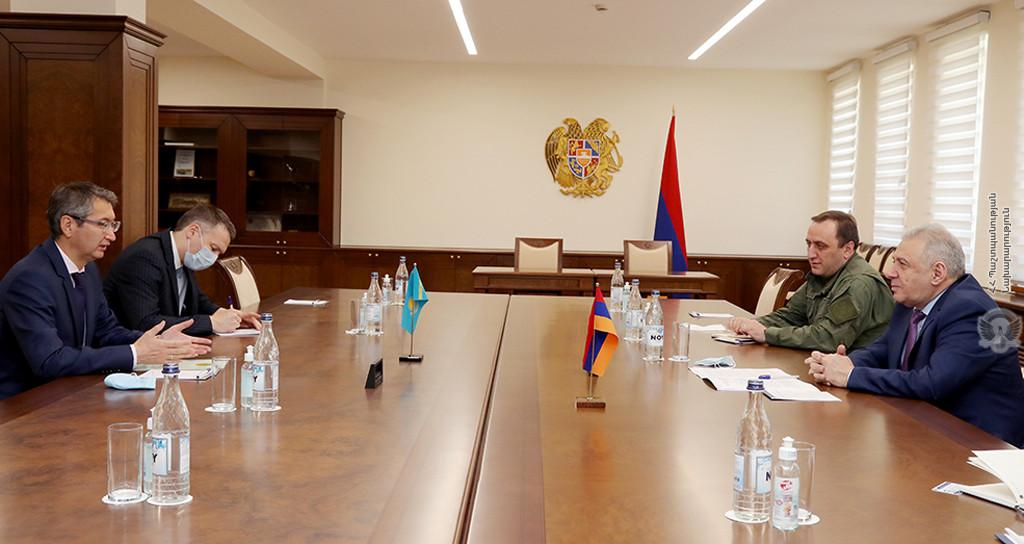 Photo of И.о. министра обороны Армении и посол Казахстана обсудили вопросы сотрудничества в сфере обороны