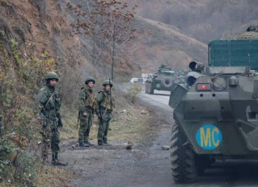 Photo of Ռուս խաղաղապահներն ուղեկցել են Շուշի մեկնող ադրբեջանական զինվորական շարասյանը