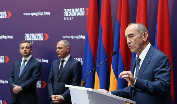 Photo of Кочарян предложил первому и третьему президентам Армении вместе бороться против властей