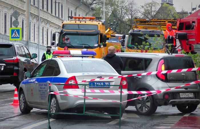 Photo of Ураган повалил в Москве 56 деревьев и повредил 44 автомобиля
