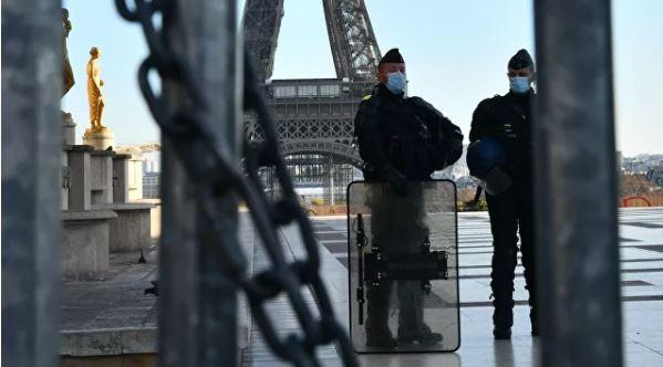 Photo of В Париже полиция застрелила угрожавшего детям мужчину с ножом