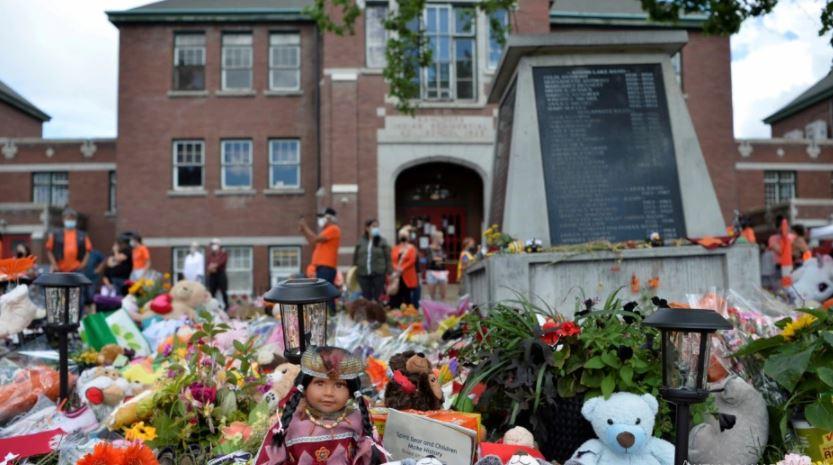 Photo of На территории канадской школы-интерната найдены ещё сотни безымянных могил