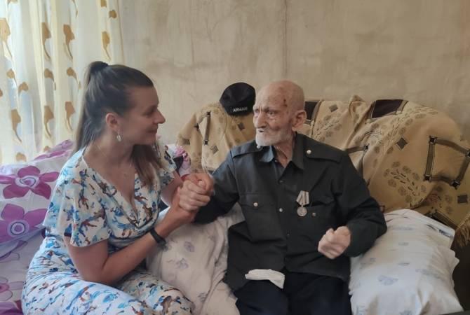 Photo of Ռուսաստանի օրվա առթիվ Ռուսական տունը Երևանում անակնկալ է մատուցել 98-ամյա արցախցի վետերանին