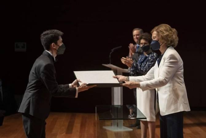 Photo of В Испании Севан Гарибян от королевы Софии удостоился диплома «Лучший студент»