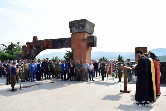Photo of Президент Арцаха воздал дань памяти павшим за Родину и без вести пропавшим воинам