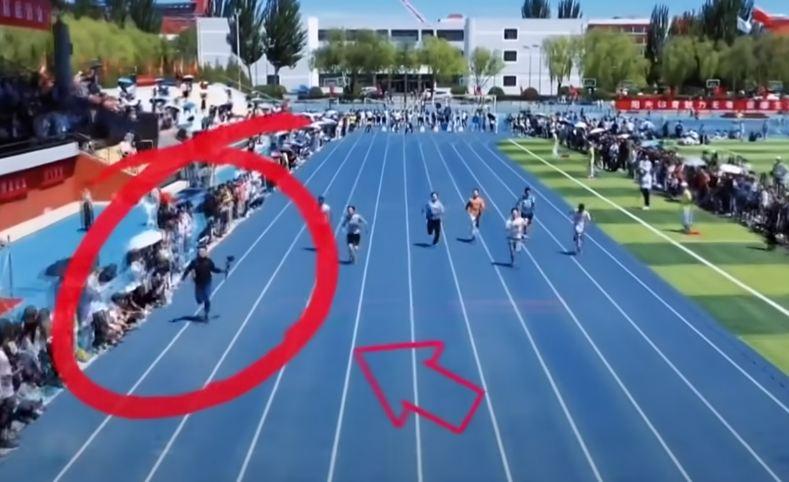 Photo of Հեռուստաօպերատորը, ով նկարահանելու համար վազել է մարզիկների հետ, առաջինն է հատել վերջնագիծը