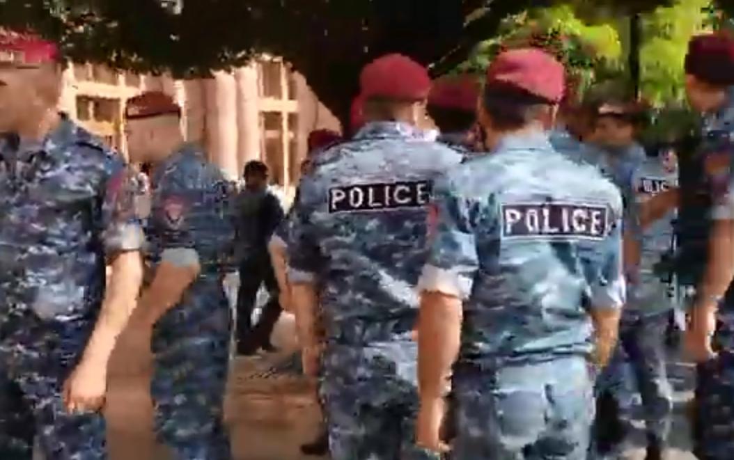 Photo of «Հանրապետության հրապարակի բեմն ինչու՞ են այդքան ոստիկաններով շրջափակել, թուրքը Իշխանասար ու Սև լիճ է մտել, Կութին ու Վերին Շորժային է մոտեցել»