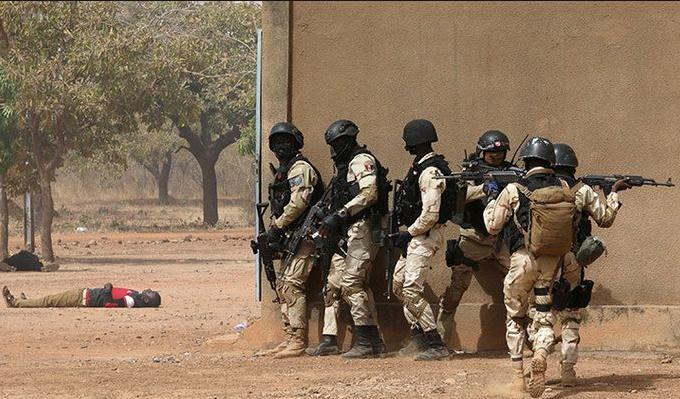 Photo of AFP: число жертв нападения боевиков на деревню в Буркина-Фасо достигло 160