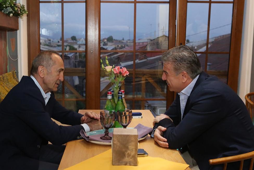 Photo of Ռոբերտ Քոչարյանը Գյումրիում հանդիպել է նախկին վարչապետ Կարեն Կարապետյանին