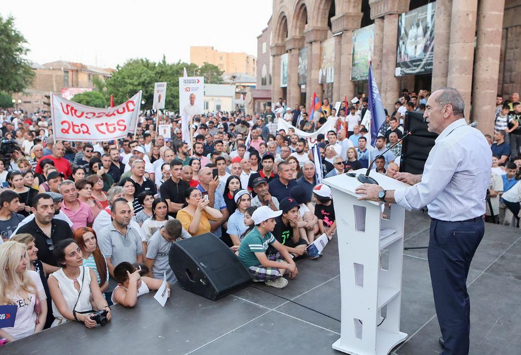Photo of Более сотни представителей интеллигенции призвали проголосовать за блок «Армения»
