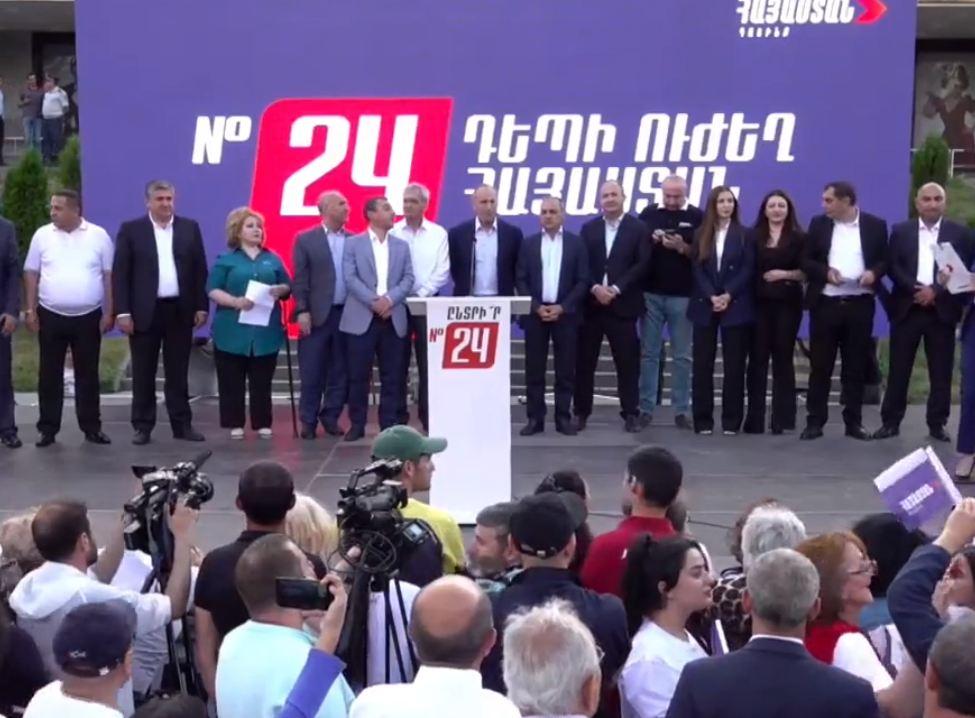 Photo of На Театральной площади в Гюмри проходит митинг блока «Армения».