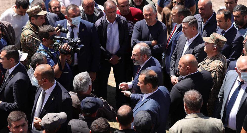 Photo of «Նիկոլ, դավաճան». Արմավիրում ՔՊ–ի քարոզարշավի ժամանակ 3 մարդ է ձերբակալվել. armeniasputnik.am