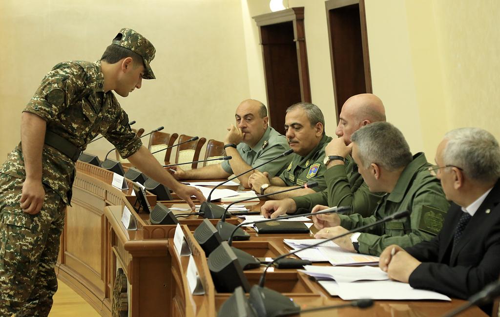 Photo of ՌՈՒՀ-երի շրջանավարտները վիճակահանությամբ ընտրել են հետագա ծառայության վայրերը