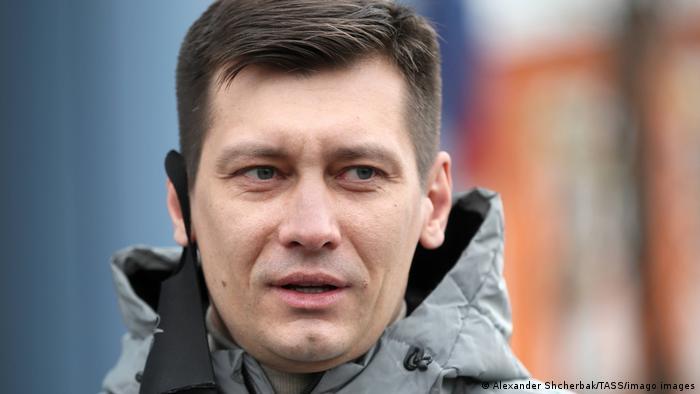 Photo of Оппозиционер Дмитрий Гудков уехал из России