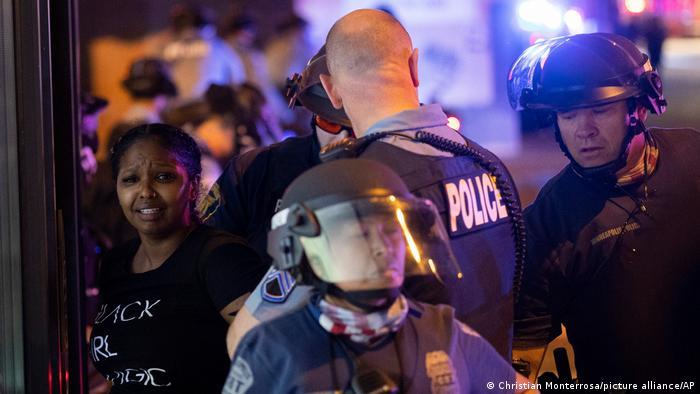 Photo of В результате наезда автомобиля в Миннеаполисе погибла женщина, есть раненые