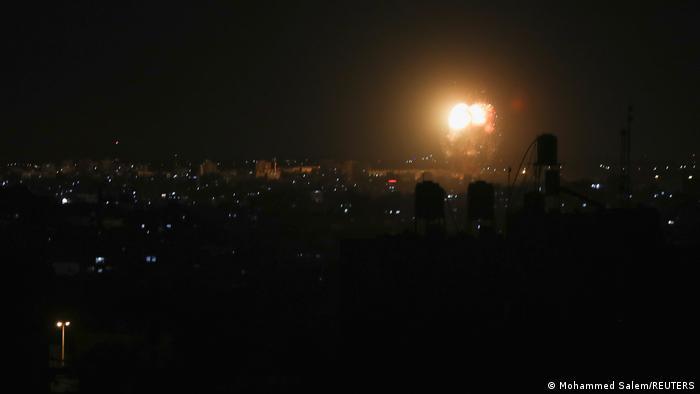 Photo of Израиль обстрелял цели ХАМАС после атаки из сектора Газа