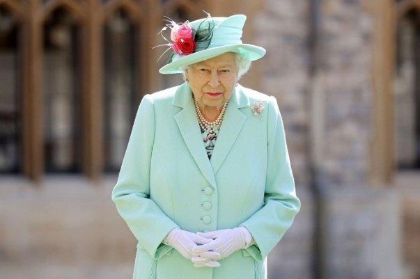 Photo of Расовый скандал в Букингемском дворце: королеве пришлось оправдываться