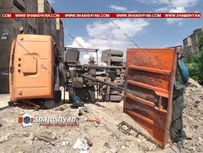 Photo of Խոշոր ավտովթար Երևանում. 28-ամյա վարորդը, շինարարական աշխատանքներ կատարելիս, КамАЗ-ով կողաշրջվել է. կա վիրավոր
