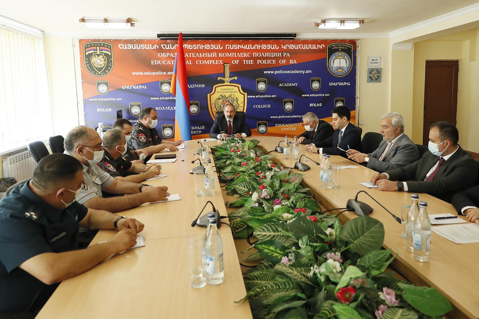 Photo of Никол Пашинян накануне начала работы патрульной службы полиции посетил учебный комплекс