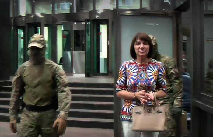 Photo of Сотрудница АЛРОСА, укравшая алмазы на 700 млн рублей, получила 9 лет