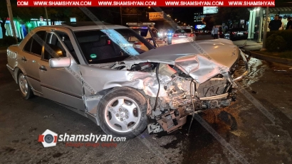 Photo of Խոշոր ավտովթար Երևանում. բախվել են Mercedes-ն ու BMW-ն, որը կոտրել է լուսակիրն ու հայտնվել մայթին. կա վիրավոր