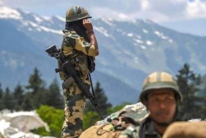 Photo of СМИ: Индия за последние месяцы перебросила 50 тыс. военнослужащих на границу с Китаем