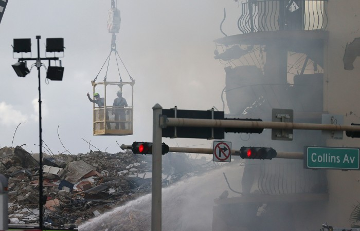Photo of Работу спасателей на месте обрушения дома во Флориде осложнил пожар