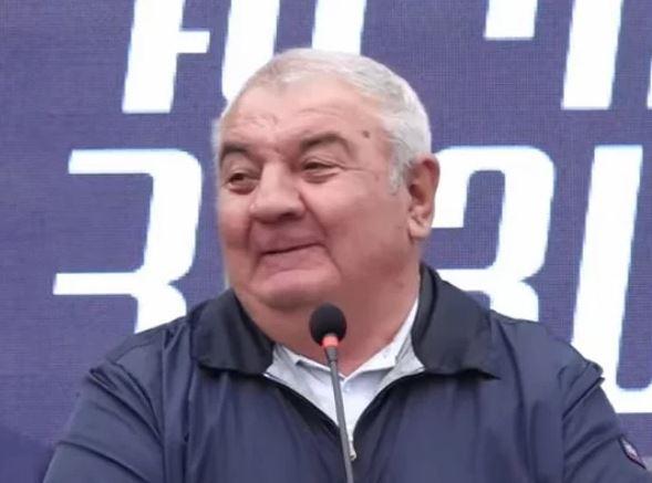 Photo of «Мы не встанем на колени ни перед кем»: генерал Хачатуров считает невозможной новую войну