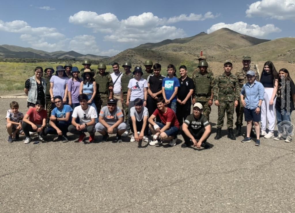 Photo of Աշակերտներն այցելել են 4-րդ զորամիավորման զորամասերից մեկը, կատարել հրաձգության վարժություններ