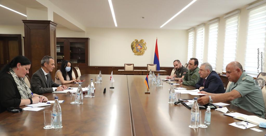 Photo of Главы МО Армении и ереванского офиса МККК обсудили вопросы пленных и пропавших без вести лиц
