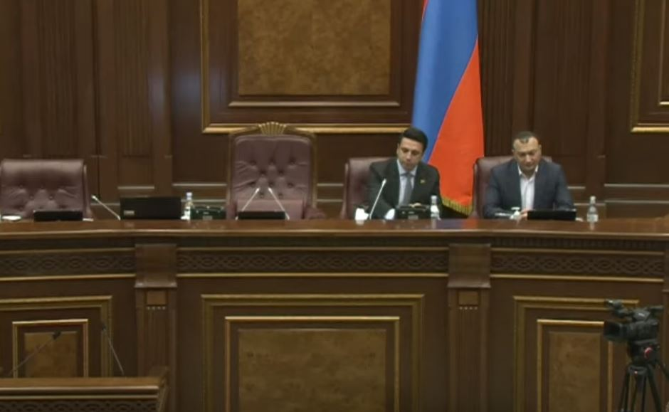 Photo of ԱԺ արտահերթ նիստը շարունակվում է. ՈւՂԻՂ