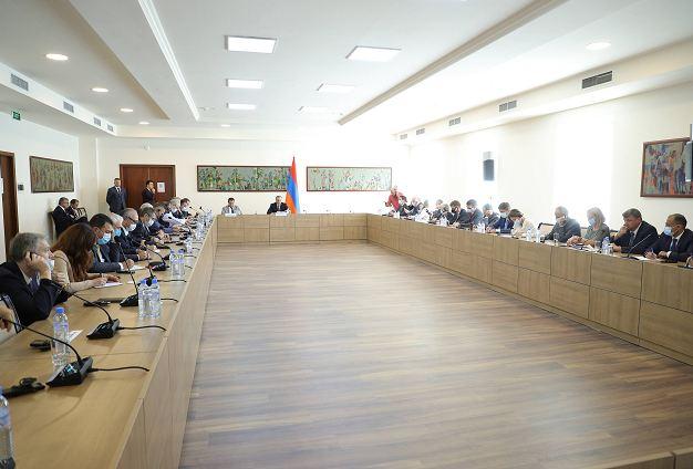 Photo of Исполняющий обязанности министра иностранных дел Армен Григорян принял аккредитованных в Армении глав дипломатических представительств