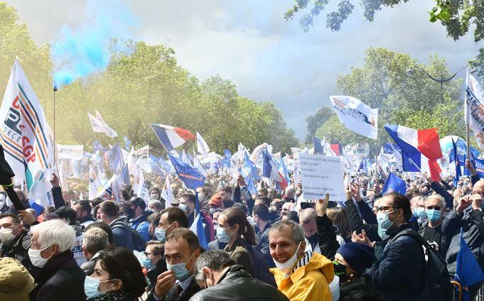 Photo of Во Франции применили слезоточивый газ на акции против COVID-пропусков
